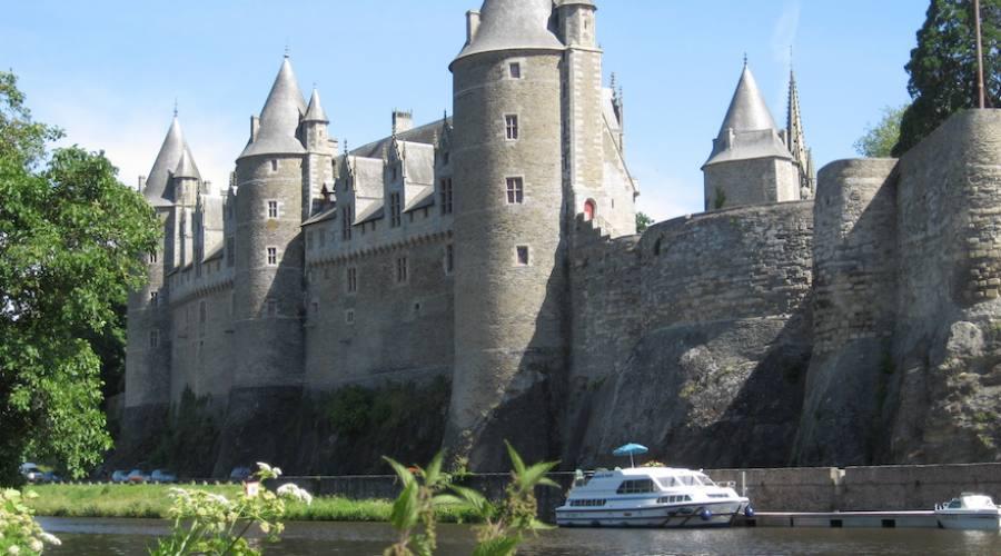 Bretagna, passaggio lungo un castello