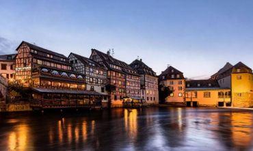 Con l'Houseboat tra reti di fiumi, canali ed eleganti città