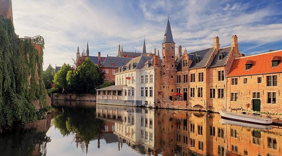 Vista di Bruges dal canale