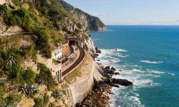 Tour delle Cinque Terre in treno e wine trekking