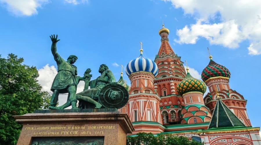 Mosca monumento a minin e Pozarskij e san Basilio