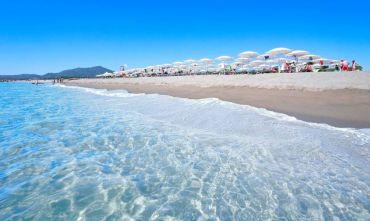 Il villaggio per le tue vacanze su una lunga e bianchissima spiaggia...