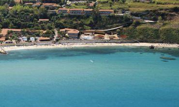 Villaggio 4 stelle in uno dei tratti più suggestivi della Costa degli Dei