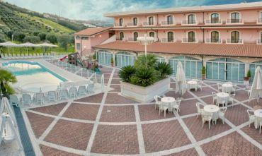 Vacanza famigliare in hotel 4 stelle pet - friendly, a pochi metri dal mare!