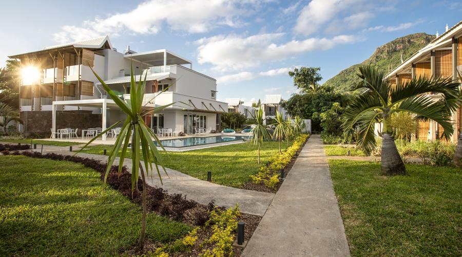 Ristorante, piscina e camere vista mare
