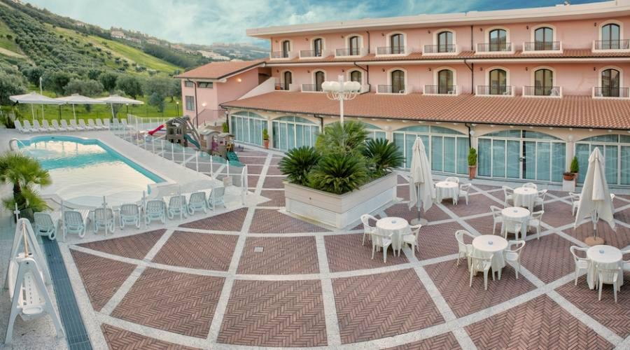 Panoramica piscina hotel