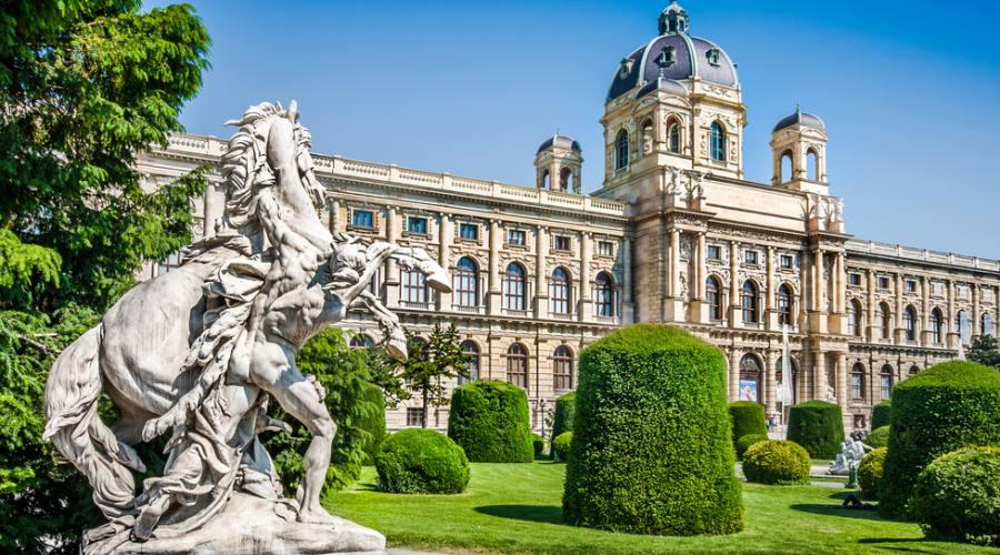 Vienna , Piazza Maria Teresa