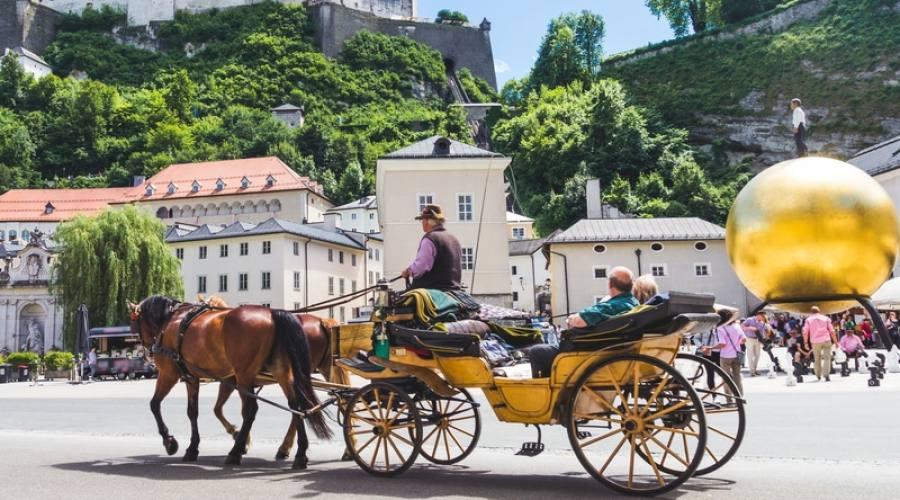 Salisburgo, passeggiata in piazza