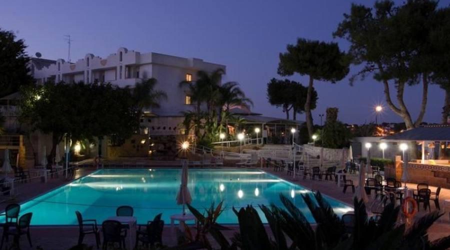 vista del hotel di notte
