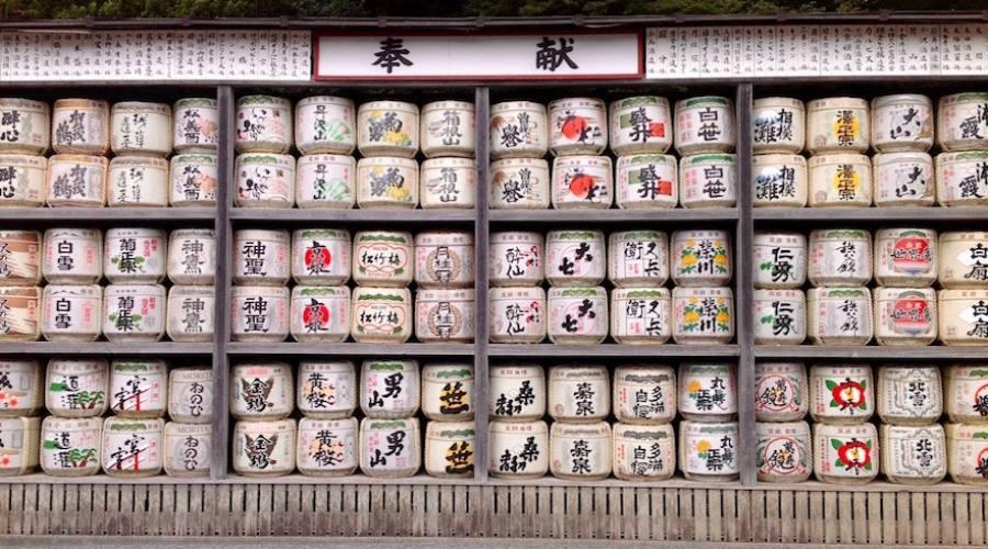 Kyoto - Offerte di Sake al tempio