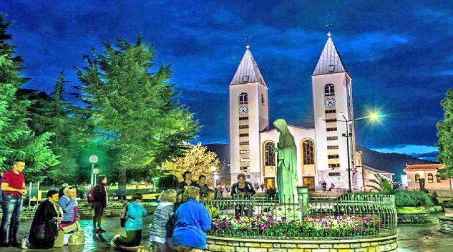Piazzale antistante la parrocchia