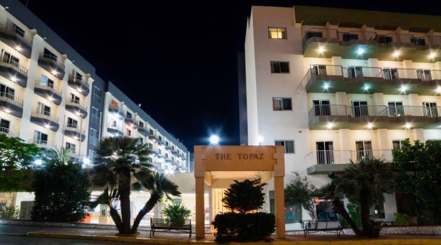 Topaz Hotel: Esterno
