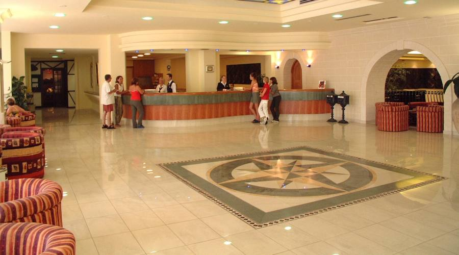 Topaz Hotel: Reception