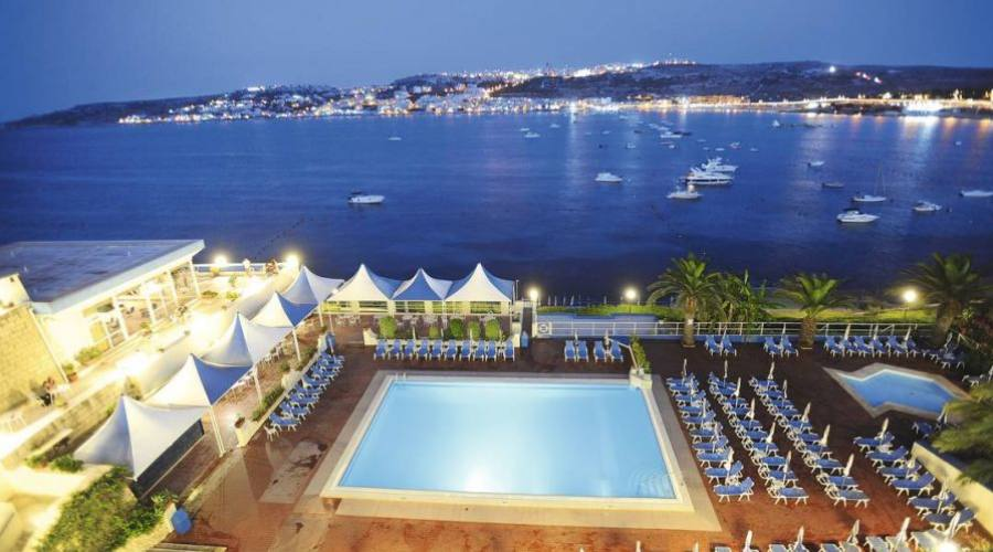 Mellieha Bay Hotel: Vista dalle Camere By Night