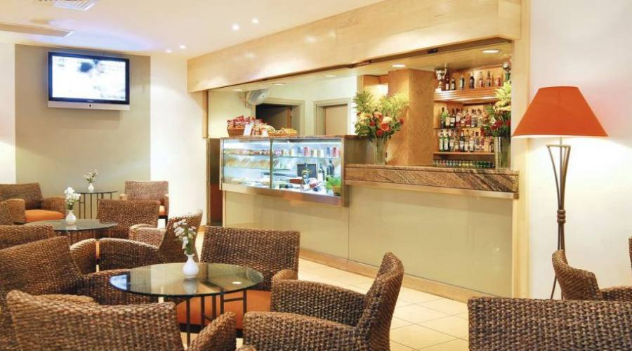 Mellieha Bay Hotel: Lounge Bar