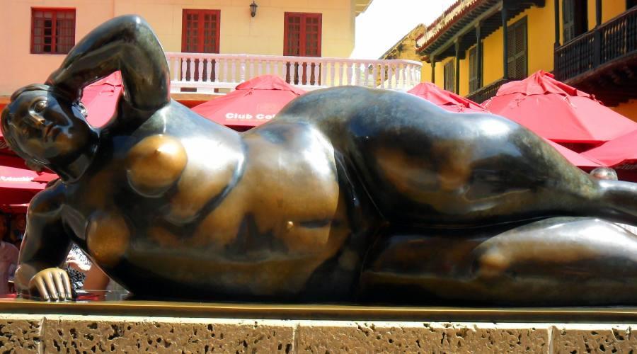 Tour tra città, natura e storia: statua di Botero a Cartagena