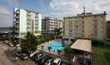 Un hotel tre stelle sulla Riviera Ravennate con ampia piscina