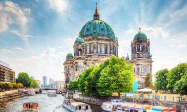 Tour di gruppo con volo nella capitale tedesca
