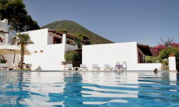 Hotel 4 stelle nell'isola più rigogliosa e verde dell'arcipelago eoliano
