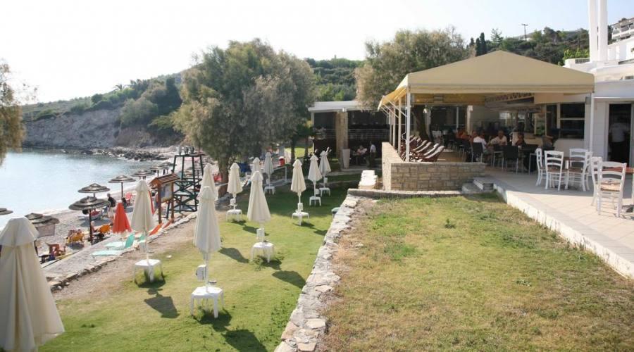 Ristorante e bar con grande terrazza sul mare
