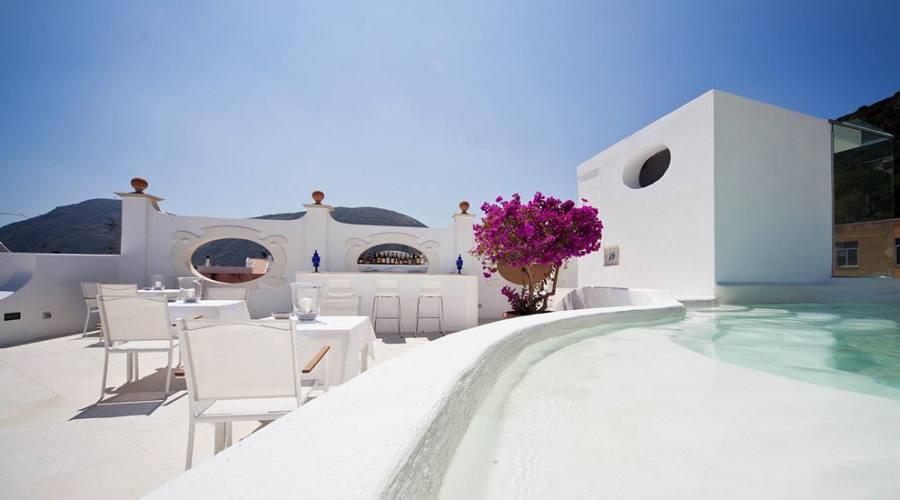 Terrazza panoramica con piscina di acqua termale
