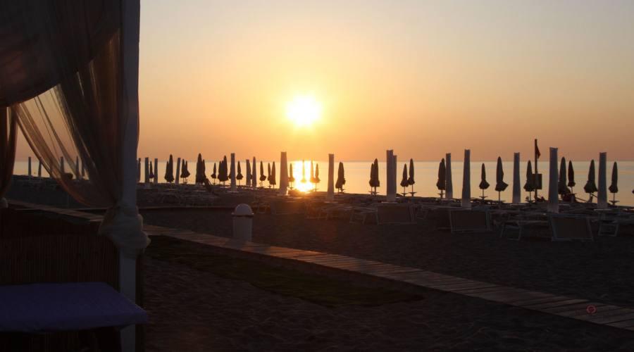 spiaggia all'alba