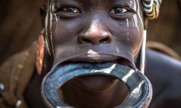 Il mondo tribale del Sud: volti, colori, riti di iniziazione