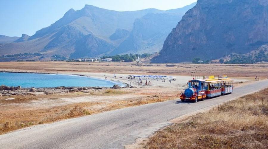 trenino che porta alla spiaggia
