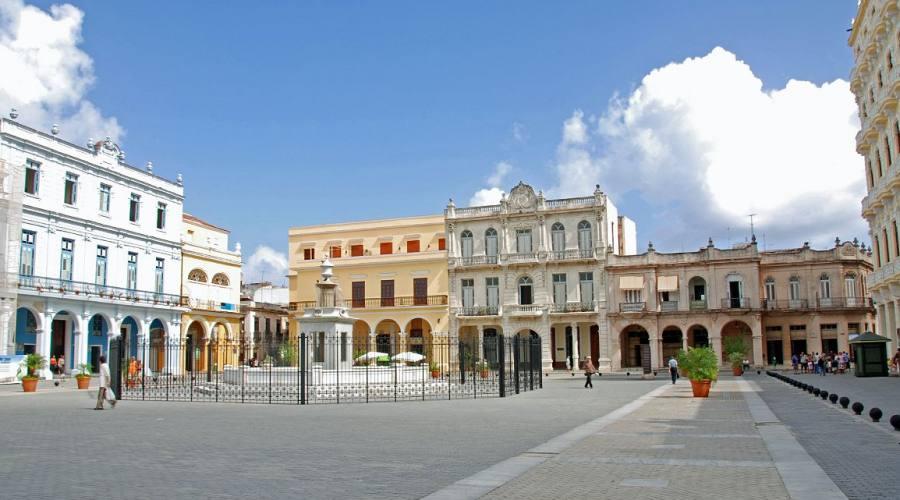 Avana, piazza