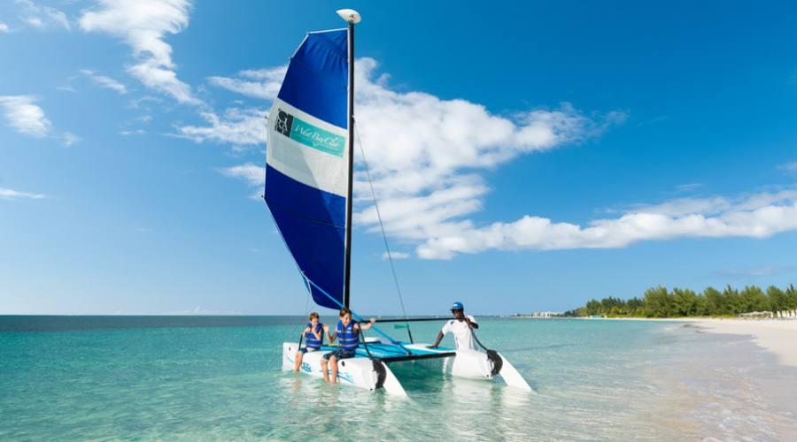 Utilizzo gratuito del catamarano a vela