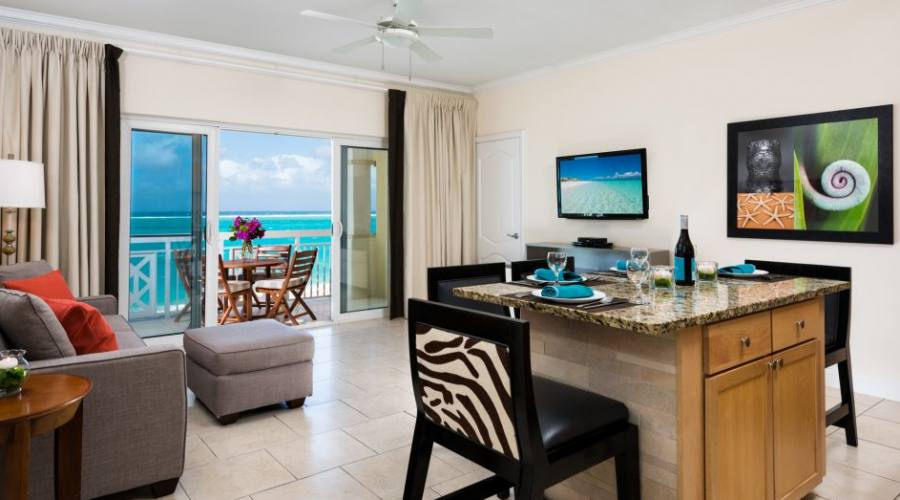 One Bedroom Suite, Dining & Living Area