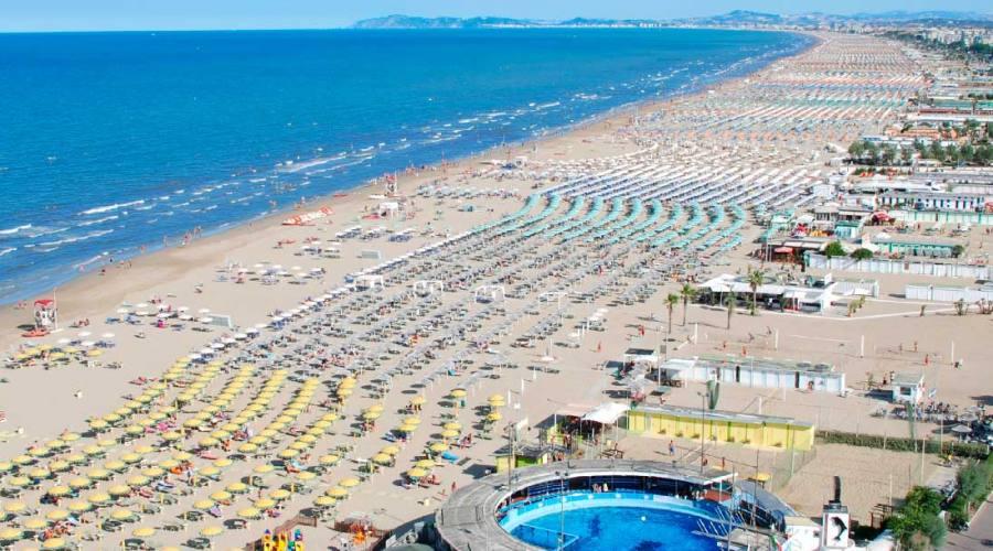 Veduta spiaggia dall'alto...
