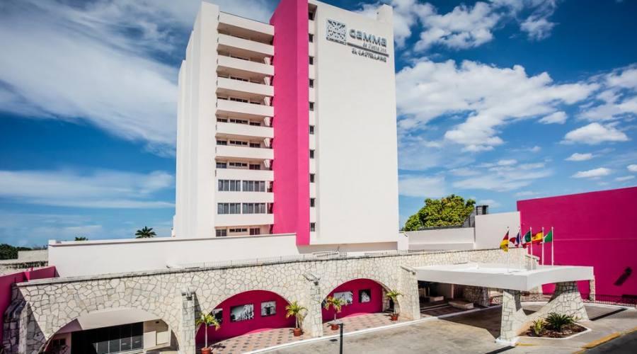 sistemazione all'Hotel El Castellano o similare