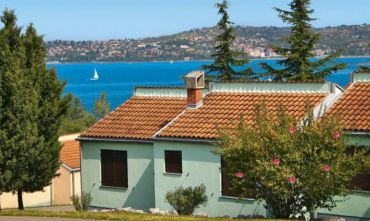 Centro turistico con bungalow in una splendida baia
