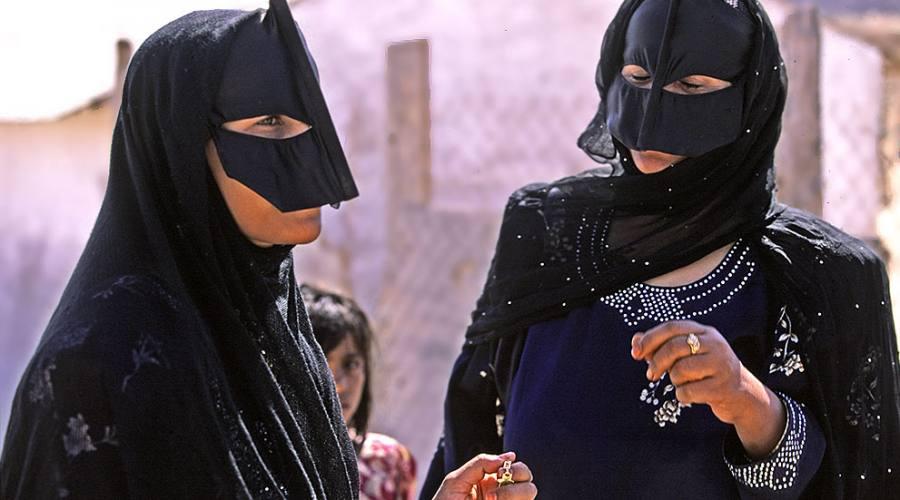 Donne con la maschera