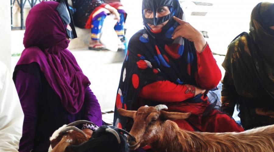 Donne con la mascheda a Sinaw