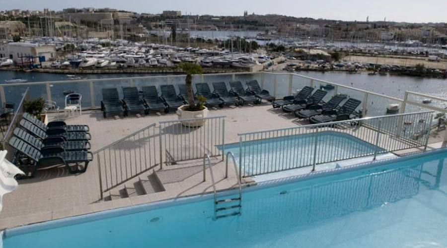 Bay View Hotel: Piscine Esterne
