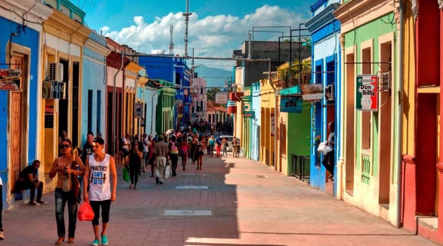 Strada pedonale dalla città al porto di Santiago
