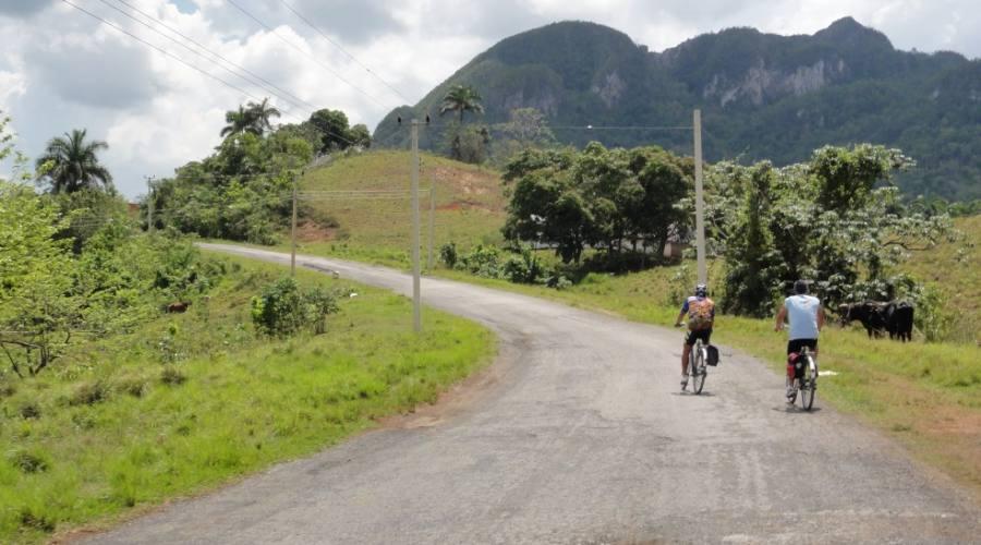 Cicloturismo in gruppo a Cuba