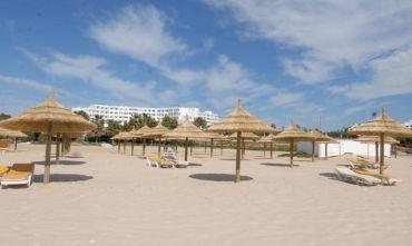 Eden Village Yadis, di fronte ad una lunga e bella spiaggia...