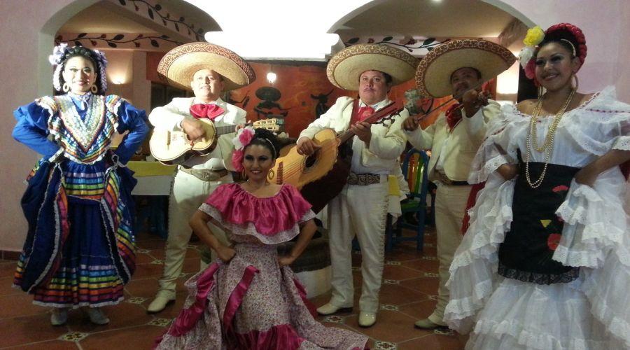 Bravo PavoReal: Mariachi Mexicani