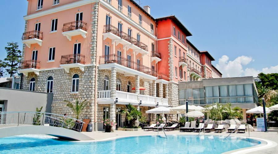 Soggiorno in hotel 4 stelle vicino al centro in croazia for Hotel 4 stelle barcellona centro