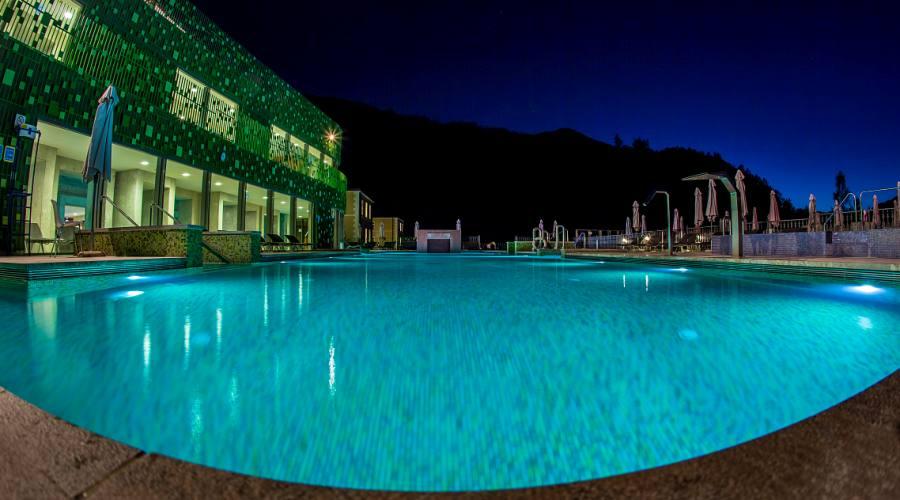 La piscina di notte