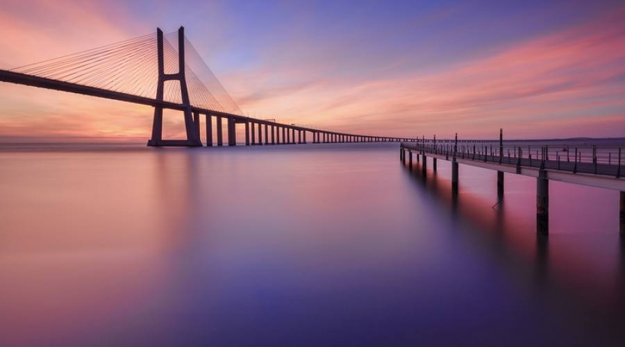 Ponte Vasco da Gama al tramonto