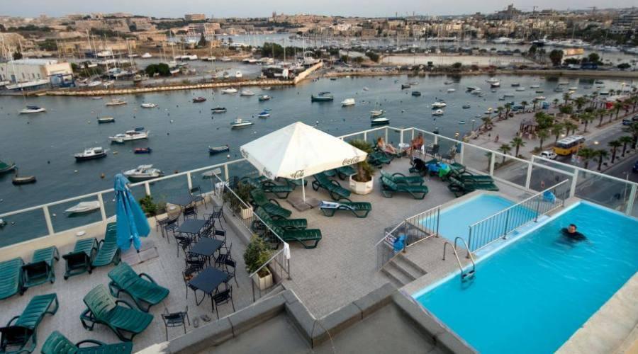 Paradise Bay: Vista sulle piscine dalle Camere