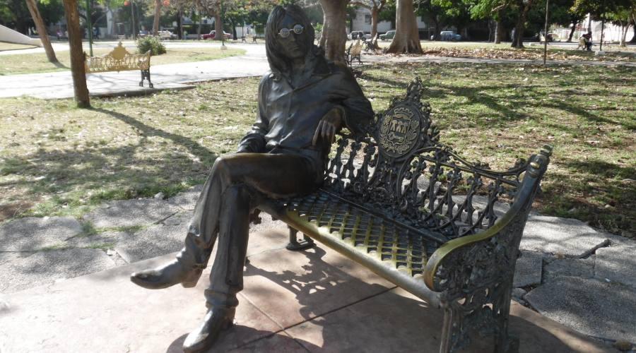 Avana, statua di John Lennon