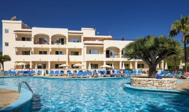 Invisa Hotel Club Cala Blanca - Playa d'es Figueral