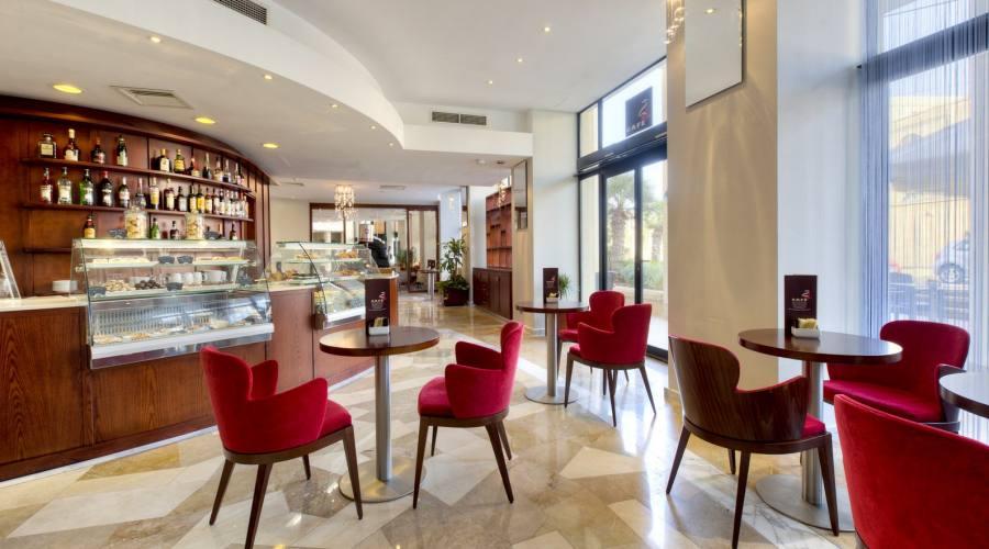 Marina Corinthia: Cafe'24