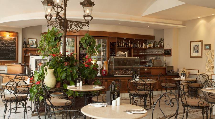Marina Corinthia: Vinoteca & Bistrot