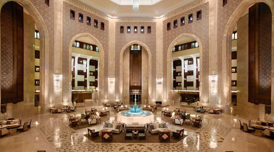 Atrio dell'hotel con fontana di cristallo